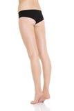 Die schönen die Hinterteile und Beine der geschmeidigen und glatten Frau. Lizenzfreie Stockfotografie