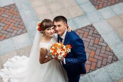 Die schönen Hochzeitspaare Stockbilder