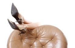 Die schönen langen Beine der Frau lizenzfreie stockbilder