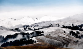 Die schönen Tianshan-Berge sind in Xinjiang, China Lizenzfreie Stockbilder