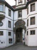 Die Schönheit der alten und inländischen Architektur der kleinen deutschen Stadt von Fussen stockbilder