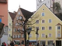 Die Schönheit der alten und inländischen Architektur der kleinen deutschen Stadt von Fussen stockfotografie