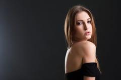 Die Schönheit mit einer nackten Rückseite Stockfotografie