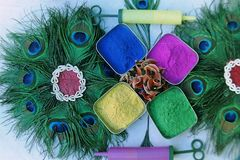 Die Schüssel der Farben und der Neigungen auf dem Holi festival-4 stockbilder