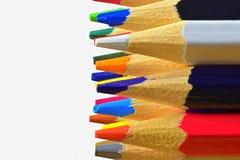 Die scharfen Tipps der Bleistifte Helle farbige Bleistifte E write lizenzfreie stockbilder