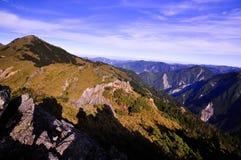 Die Schatten von Bergsteigern um das Tal stockbilder