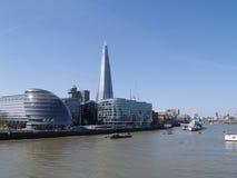 Die Scherbe u. Rathaus entlang der Themse Lizenzfreies Stockbild