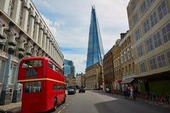 Die Scherbe und alte der London-Rot Bus Lizenzfreies Stockbild