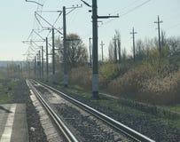 Die Schienen gehen zur Unendlichkeit Stockfotografie