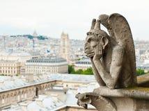 Die Schimäre und die Ansicht Notre-Dame-Kathedrale von Paris frankreich Stockfoto