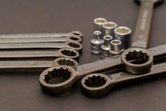 Die Schlüsselstahlwerkzeuge für Reparatur und Gestalt in der Zusammensetzung Stockfotos