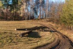 Die schlammige Straße in der Landschaft Landschaft der tschechischen Landschaft Ein sonniger Tag auf einem Bauernhof Lizenzfreie Stockfotografie