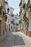 Sonnige Straße der spanischen Stadt Granada Stockfoto