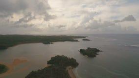Die schöne Buchtvogelperspektive Tropische Inseln stock video