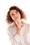Die schöne junge Frau, die ein ernstes hat, denken an etwas Lizenzfreie Stockbilder