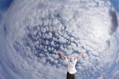 Die Schönheit des bewölkten Himmels Stockfotografie