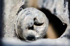 Die Schraube in der Tür eines alten Autos Stockfoto