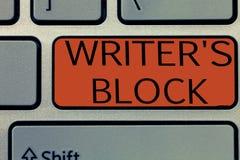 Die Schreibensanmerkung, die Verfasser s zeigt, ist Block Geschäftsfoto Präsentationszustand des Seins nicht imstande, an was zu  stockbild