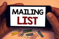 Die Schreibensanmerkung, welche die Verteilerlisten-Geschäftsfotos zur Schau stellen Namen und Adressen von Leuten werden Sie zei Lizenzfreie Stockbilder