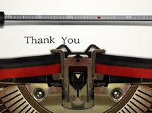 Die Schreibmaschine, die oben nah ist mit, danken Ihnen abzufassen Lizenzfreie Stockfotografie