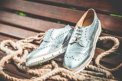 Die Schuhe der silbernen Frauen, Weinlesewerbungsfotos Stockfotos