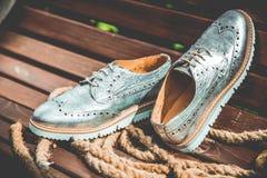 Die Schuhe der silbernen Frauen, Weinlesewerbungsfotos Lizenzfreie Stockbilder