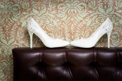 Die Schuhe der weißen Frauen Lizenzfreies Stockfoto