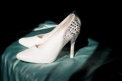 Die Schuhe der weißen Frauen Stockfotos