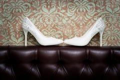 Die Schuhe der weißen Frauen Lizenzfreies Stockbild