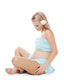 Die schwangere Frau sitzt Lizenzfreies Stockfoto