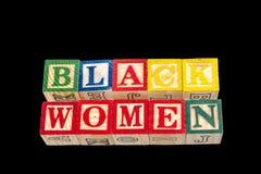 Die schwarzen Frauen der Phrase angezeigt auf einem schwarzen Hintergrund Stockbilder