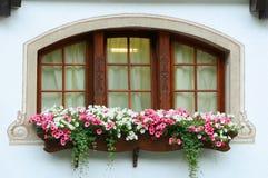 Die Schweiz-Chaletfenster stockfoto