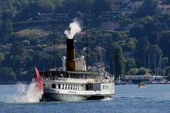 Die Schweiz Genf der See bringt das größte, eleganteste und die homogenste Belle Epoque-Boote unter Stockbild