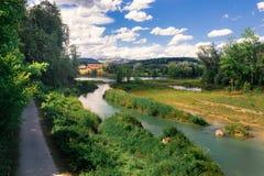 Die Schweiz-Landschaft durch den Fluss Lizenzfreies Stockbild