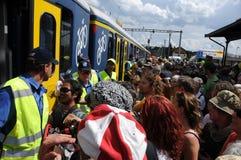 Die Schweiz: Tausende von Leuten die SBB-Züge in Döttingen nach dem Anti-Atom Protest in Beznau anmeldend lizenzfreies stockfoto