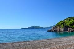 Die Seeansicht Schöne Lagune an einem sonnigen Tag montenegro ADRIATISCHES MEER Lizenzfreies Stockfoto