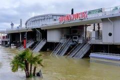 Die Seine in Paris in der Flut stockfotos