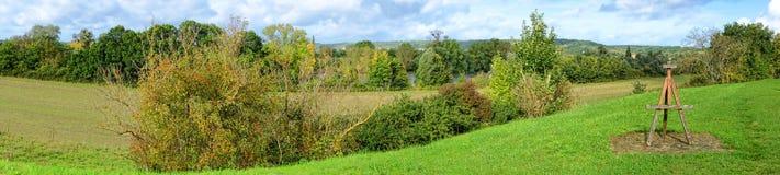 Die Seine-Tal-Landschaft mit Maler Easel Lizenzfreie Stockbilder