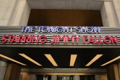 Die Show der dieser Nacht, die Jimmy Fallon-Eingang in Rockefeller-Mitte die Hauptrolle spielt Stockfoto