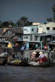 Die sich hin- und herbewegenden Märkte in Vietnam der Mekong Stockfoto