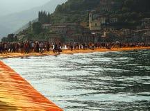 Die sich hin- und herbewegenden Piers, Iseo See, Italien Stockfotografie