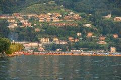 Die sich hin- und herbewegenden Piers, Iseo See, Italien Stockbild