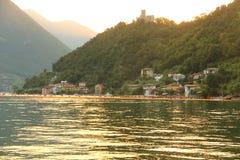 Die sich hin- und herbewegenden Piers, Iseo See, Italien Stockbilder