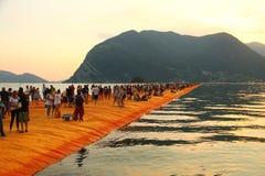 Die sich hin- und herbewegenden Piers, Iseo See, Italien Stockfotos