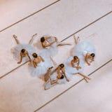 Die sieben Ballerinen auf Boden Stockfotos