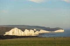 Die sieben Schwestern ist Reihen Kreideklippen durch den Ärmelkanal Sie stellen Teil Süd- Abstiege in Ost-Sussex dar stockbild