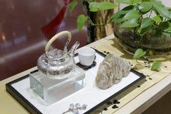 Die silberne Teekanne Stockfotografie