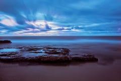 Die sizilianische Küste bei Sonnenuntergang Stockfotos
