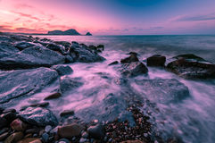 Die sizilianische Küste bei Sonnenuntergang Stockfoto