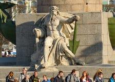 Die Skulptur auf der Spalte des Leuchtturmes Lizenzfreies Stockfoto